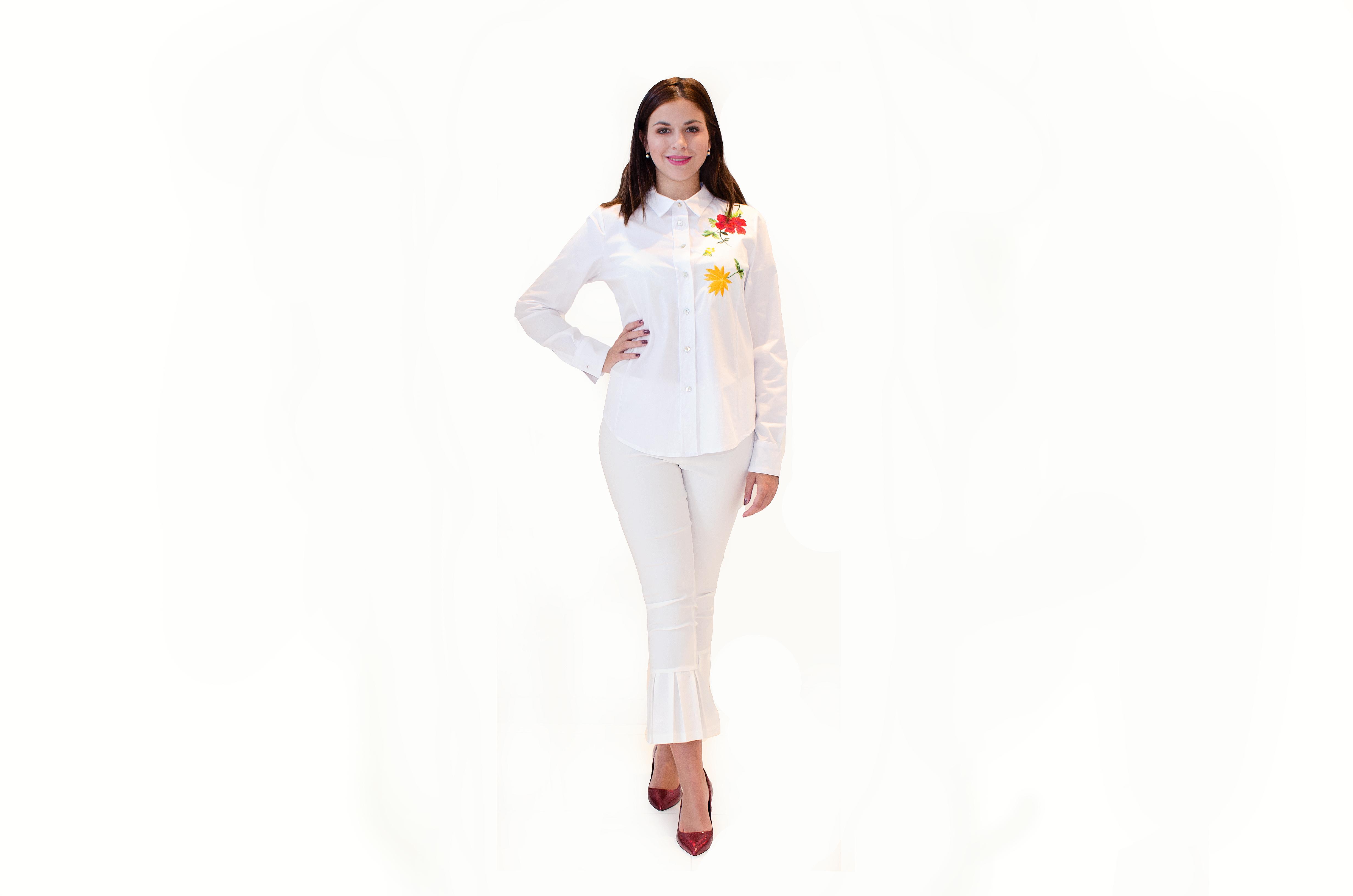 Bíla košile s výšivkou květů